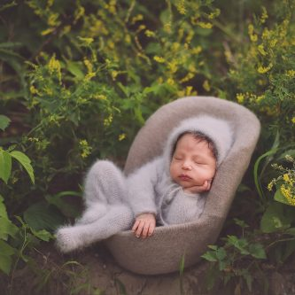 newborn photography outdoor